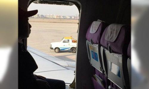 โลกตะลึง! หนุ่มจีนเปิดประตูฉุกเฉินเครื่องบินคลายร้อน