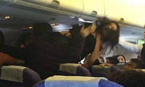 ฉาวอีก! ผู้โดยสารสาวจีนลุกตบกันนัวบนเครื่องบิน