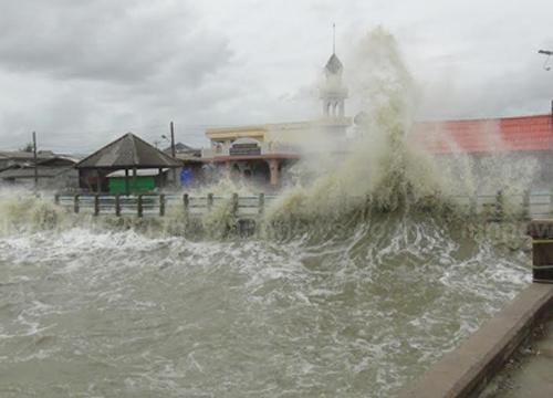 อุตุฯประกาศฝนตกหนักบริเวณใต้และคลื่นลมแรงฉ.1