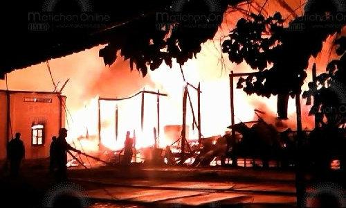 ไฟไหม้ในค่ายทหารกลางดึก! สุดเสียดาย อาคารยุทธภัณฑ์ สมัยร.4 เสียหายทั้งหลัง