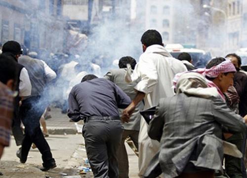 กลุ่มติดอาวุธบุกกราดยิงผู้ประท้วงกลางกรุงซานา