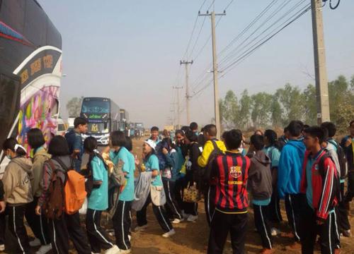 บัสนักเรียนชนรถทัวร์อุบลราชธานีเจ็บระนาว