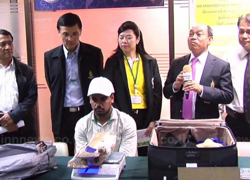 ศุลกากรรวบหนุ่มอินเดียรับจ้างขนไอซ์เข้าไทย