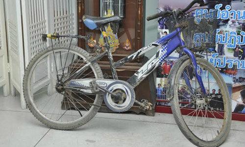 ผวาหนุ่มลึกลับทิ้งจักรยาน สงสัยข่มขืนหญิงชรา