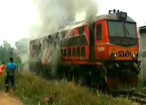 คืบไฟไหม้หัวรถจักรรถไฟหรู ลากกลับ กทม.
