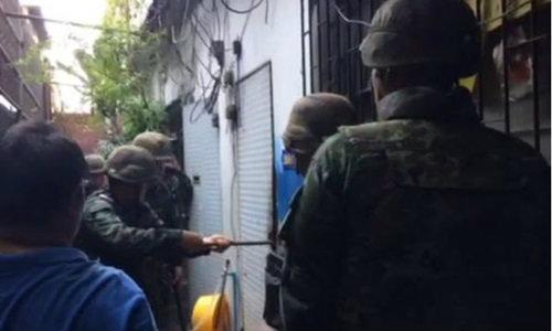 """ทหารบุก """"บ่อนเตาปูน"""" ไม่พบนักพนัน เจอชาวบ้านโห่ไล่"""