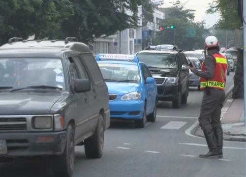 การจราจรถนนดินแดงขาออกรถหนาแน่นเคลื่อนตัวช้า