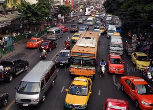 จร.ถนนดินแดงขาออกรถหนาแน่นเคลื่อนตัวช้า