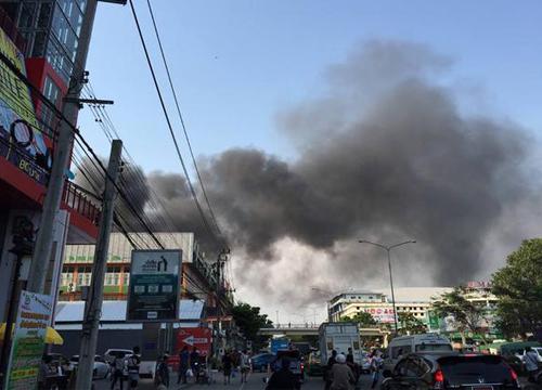 ไฟไหม้ห้องเก็บสินค้าย่านจตุจักรคุมเพลิงแล้ว-ไร้เจ็บ