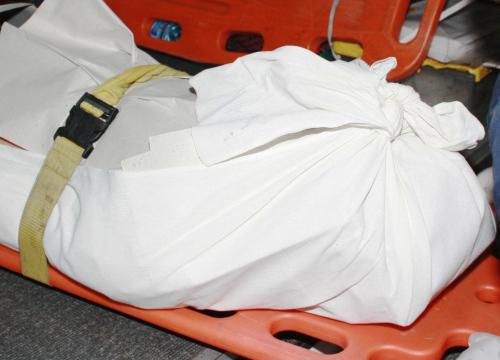 ผงะ!ศพชายลอยอืดติดโรงบำบัดน้ำเสียถ.สี่พระยา