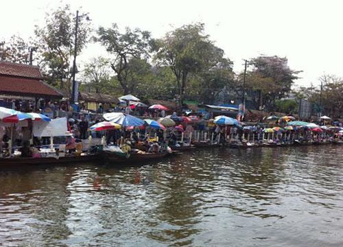 ตลาดน้ำวิถีไทยคลองผดุงกรุงเกษมวันสุดท้ายคึกคัก