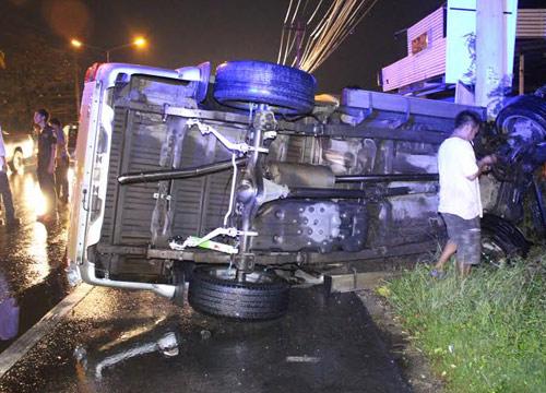 ฝนถล่มปทุมฯ รถชนหลายจุดเจ็บอื้อ