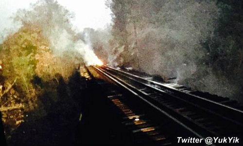 ผู้โดยสารระทึก! ไฟไหม้ไม้หมอนรถไฟข้ามเขาขุนตาล