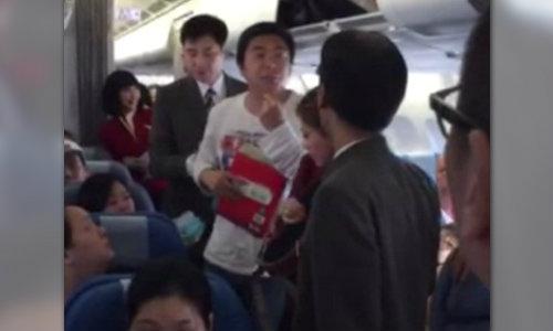 สายการบินดัง ไล่พ่อแม่ลูกชาวจีนลง หลังไม่ยอมคาดเข็มขัด