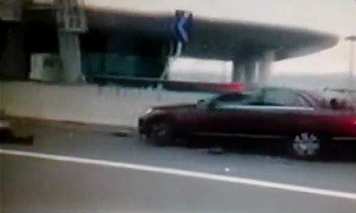 สาวจีนสติแตกซิ่งเบนซ์ กวาดคนดับ 9 ศพ
