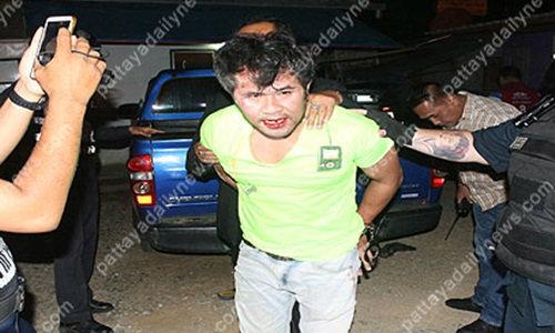 หนุ่มเมาโดดเตะตำรวจอาสา ฉุนขัดจังหวะความสุข