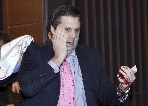 มือดีบุกทำร้ายทูตUSระหว่างประชุมร่วมเกาหลีใต้