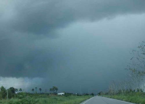อุตุฯเผยอีสานกลางตอนล่างตอ.ระวังพายุฝนฟ้าคะนอง