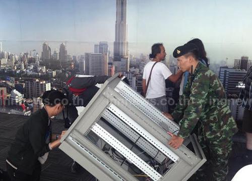 ทหาร ตร. บุกค้น วิทยุ ชุมชน ที่ตึกใบหยก2