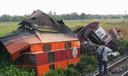 รถไฟ 2 ขบวนพุ่งชนกันที่อยุธยา ผู้โดยสารบาดเจ็บระนาว