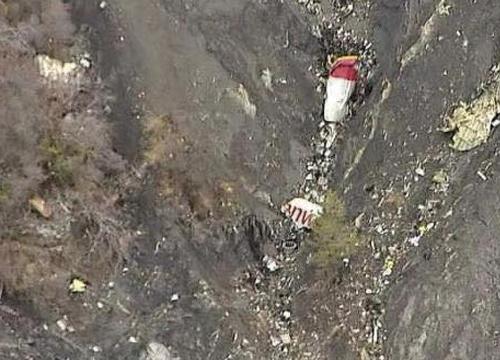อัยการฝรั่งเศสเผยนักบินผู้ช่วยคุมเครื่องบินขณะดิ่งพื้น