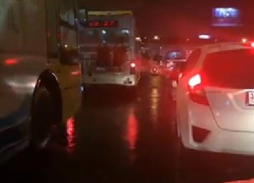 ฝนถล่มทั่วกรุงอีก-จราจร ถ.พระราม 4 รถมาก