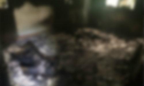 ไฟไหม้คลอก 3 ศพ ตร.สงสัยฆ่าตัวตายยกครัว