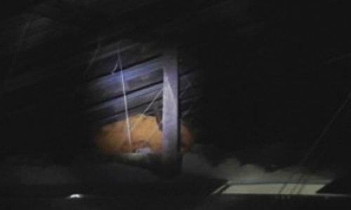 พระอยากช่วย ซื้อบริการสาว ตกใจตำรวจปีนหนีขึ้นฝ้า
