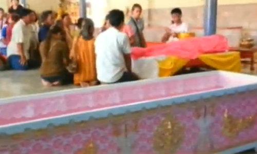 เพื่อนเผย สาว 16 ถูกฆ่ารัดคอ ขอโลงศพสีชมพู