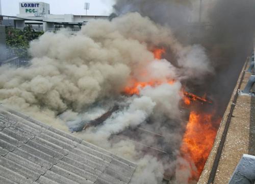 ไฟไหม้ชุมชนตลาดปีนังใกล้ล็อกซเล่ย์คลองเตย