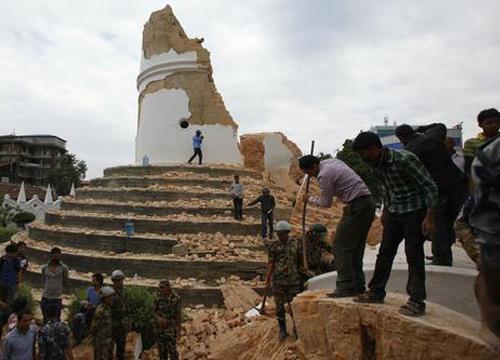 ดินไหวเนปาลตายพุ่ง2,500คน-6น.ศ.มศวปลอดภัย