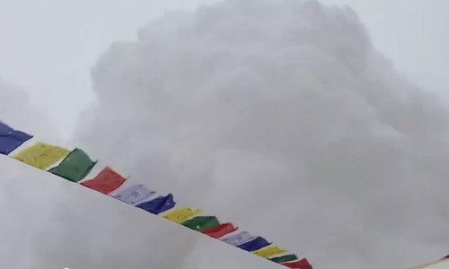 คลิปนาทีชีวิต หิมะถล่มเบสแคมป์บนเขาเอเวอร์เรสต์