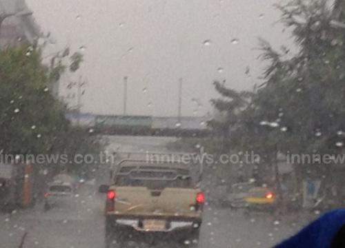 ฝนถล่มกรุงอย่างหนักจร.อัมพาต-น้ำท่วมขัง
