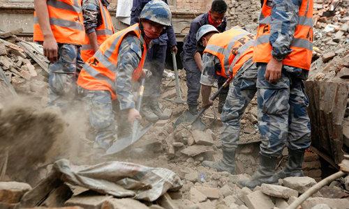 แผ่นดินไหวเนปาลตายพุ่ง4,138-ไทยส่ง C130 นำชุดแรกช่วย