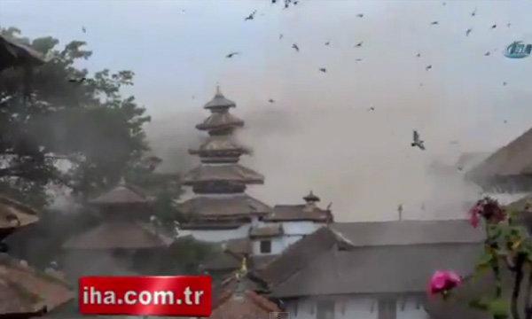 ภาพนาทีแผ่นดินไหว จัตุรัสเดอร์บาร์แหล่งมรดกโลกเนปาลพังราบ