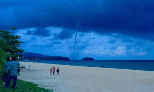 ตะลึงทั้งหาด!! พายุนาคเล่นน้ำ กลางอ่าวกะรนสวยงาม แชร์สนั่นทั่วโซเซียล