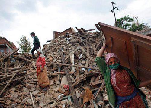 ดินไหวเนปาลตายพุ่ง7652-กู้ร่างนทท.ที่ลังตังแล้ว60คน