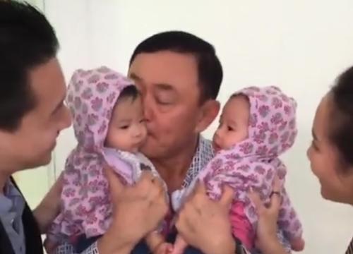 ทักษิณ อุ้มหลานสาวแฝดหลังเอม พาเจอครั้งแรก