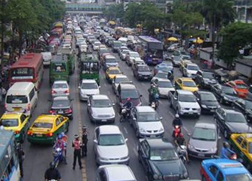 ถนนสีลมสาทรอโศกสุขุมวิทรถมากเคลื่อนตัวได้