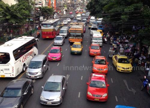 ถนนพญาไทรถมากเคลื่อนตัวช้าแจ้งวัฒนะหนาแน่น