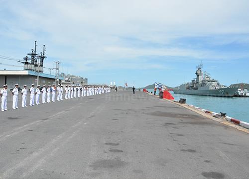 เรือพิฆาตออสเตรเลียเยือนฐานทัพเรือสัตหีบ
