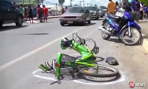 กระบะผู้พัน พุ่งชนลุงปั่นจักรยาน ดับหน้าโรงพยาบาล
