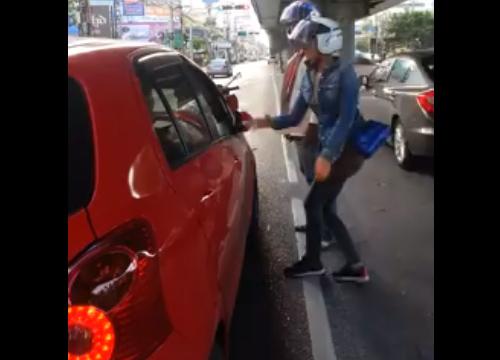 จ่อออกหมายเรียกหญิงทำร้ายคนขับเก๋ง