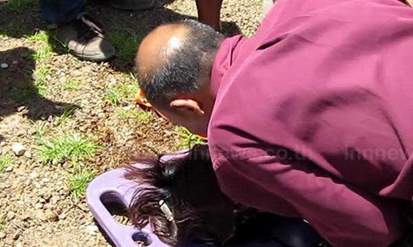 สามีจูบศพนักธุรกิจหญิง เดินลงน้ำยิงตัวตาย