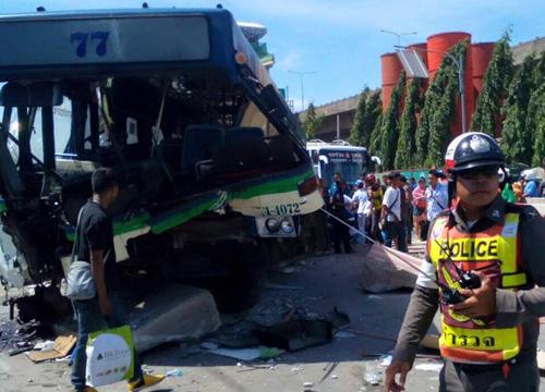 เมล์สาย77ซิ่งชนกระบะจตุจักรเจ็บ5รถหนึบ
