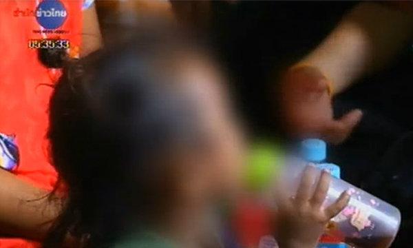 สลด! พบเด็ก 2 ขวบ แม่ชงนมผสมน้ำใบกระท่อมให้กิน