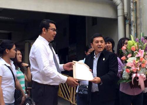 เสรีชนไทยแลนด์58ให้กำลังใจนายกรัฐมนตรี