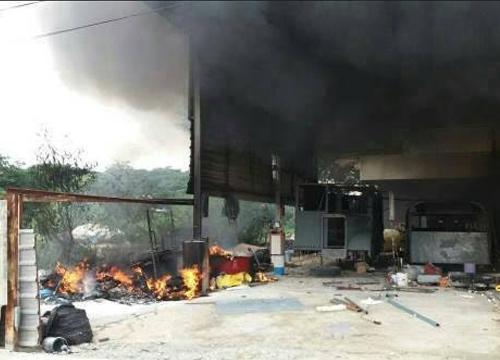 ไฟใหม้โรงงานผลิตหุ่นกรุงเทพกรีฑา-ไร้เจ็บ