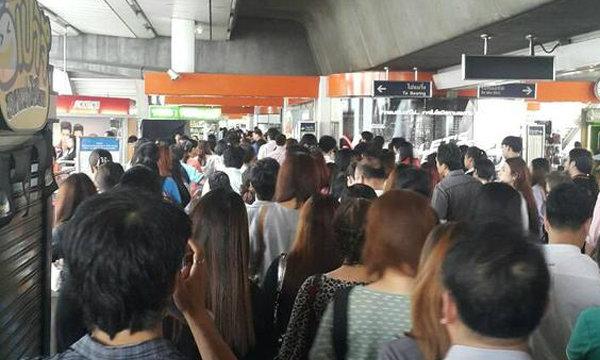วิกฤตยามเช้า! BTS ขัดข้อง ผู้โดยสารตกค้างทุกสถานี