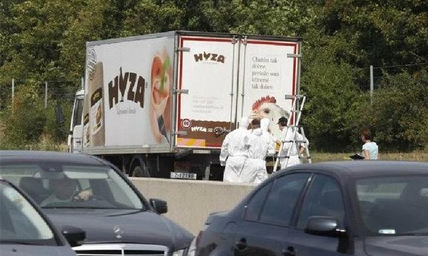 สุดสลด! ออสเตรียพบศพผู้อพยพกว่า 50 ราย ท้ายรถบรรทุกของบริษัทขายเนื้อไก่แช่แข็ง